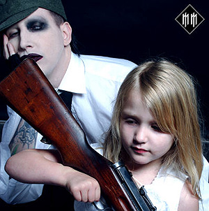 aimage.guardian.co.uk_sys_images_Guardian_Arts__Pictures_2004_03_04_manson.jpg