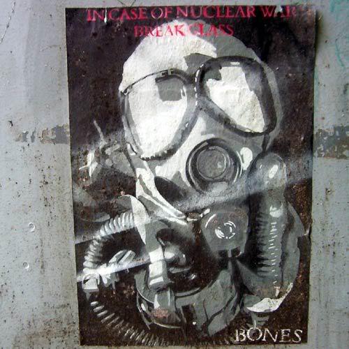 aimg.photobucket.com_albums_v443_mattthone_nuclearposter.jpg