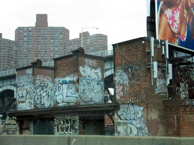 awww.graffiti.org_ups_excursions_IMAGES_5_10_04_westside_hwy2.jpg