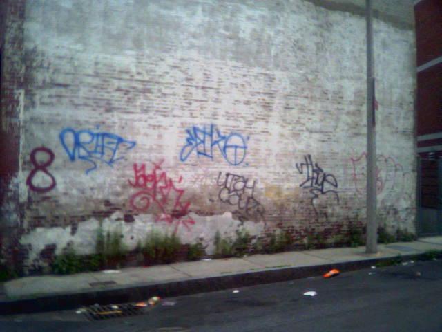 ai11.photobucket.com_albums_a173_crimsonghost6_handswallch.jpg