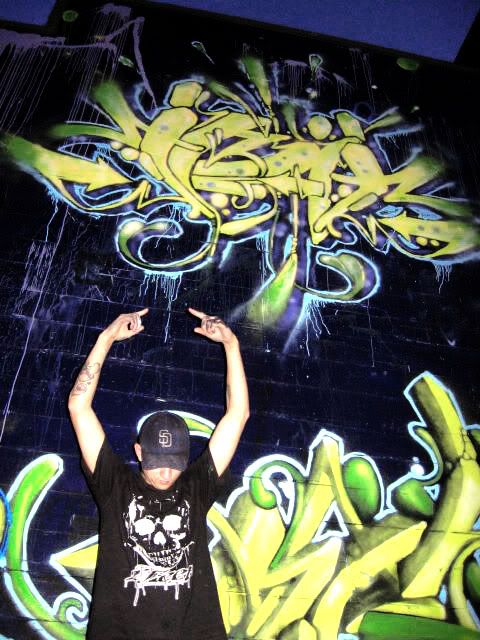 ai54.photobucket.com_albums_g119_Jembryo1_JMIDDLEFINGER.jpg