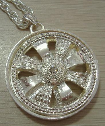 aimg.alibaba.com_photo_50860951_spinner_necklace.jpg