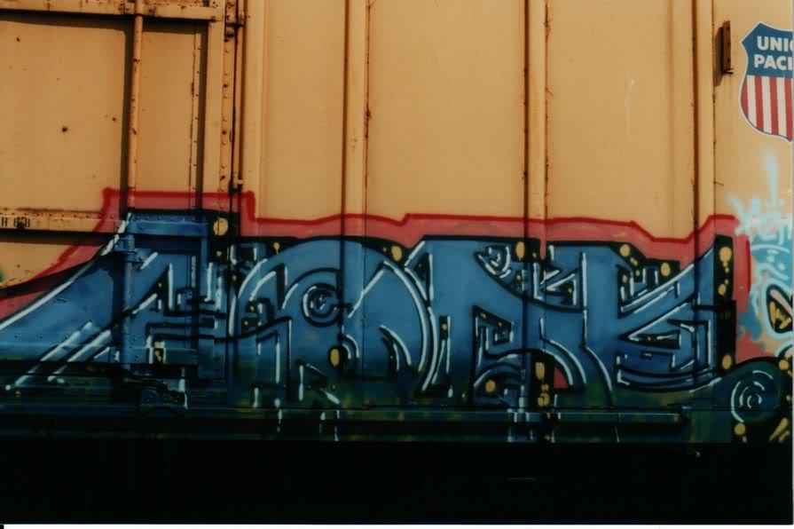 aimg.photobucket.com_albums_v159_labrodent_GOREUPFEYELLOW.jpg