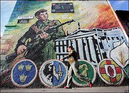 anewsimg.bbc.co.uk_media_images_42164000_jpg__42164016_ira_mural2_ap203.jpg
