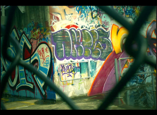 ai266.photobucket.com_albums_ii245_aerosol_dreams_pssssedit.jpg