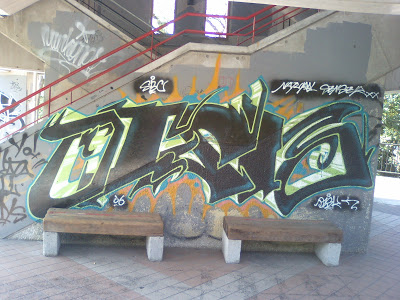 a4.bp.blogspot.com__nnnK0TK9Uqs_ReLNn7coEsI_AAAAAAAAAXw_97a1RRCWZd0_s400_Graffiti_2B2.JPG
