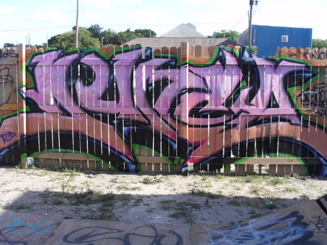 ai440.photobucket.com_albums_qq123_LewisFarikon_Graffiti_FILE0394.jpg