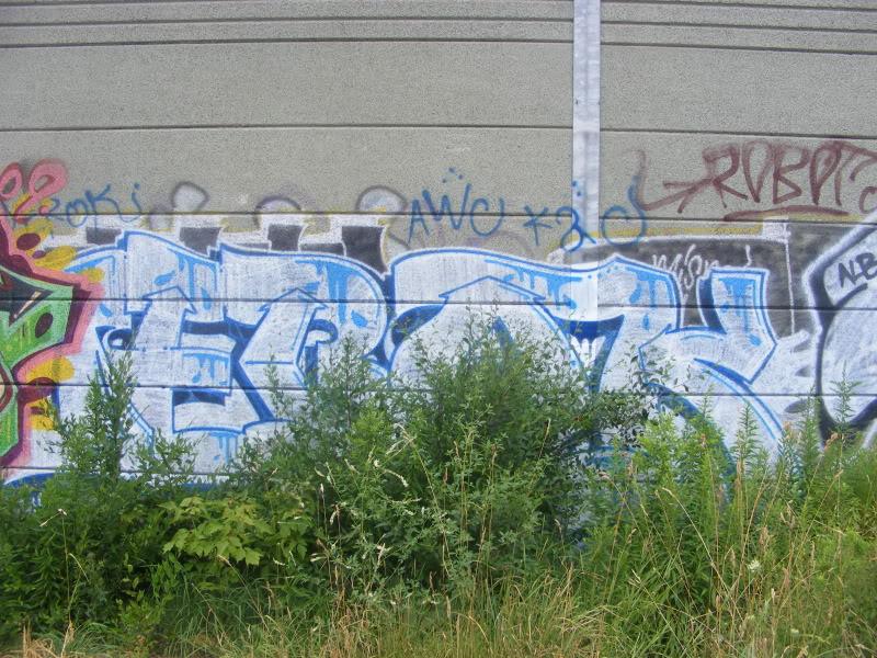 ai381.photobucket.com_albums_oo257_CaNaDuH905_DSCF1995.jpg