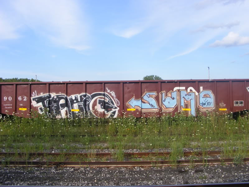ai381.photobucket.com_albums_oo257_CaNaDuH905_trains_DSCF2234.jpg