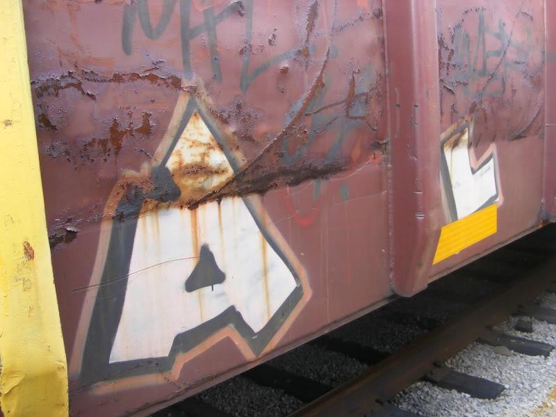 ai381.photobucket.com_albums_oo257_CaNaDuH905_trains_DSCF2265.jpg