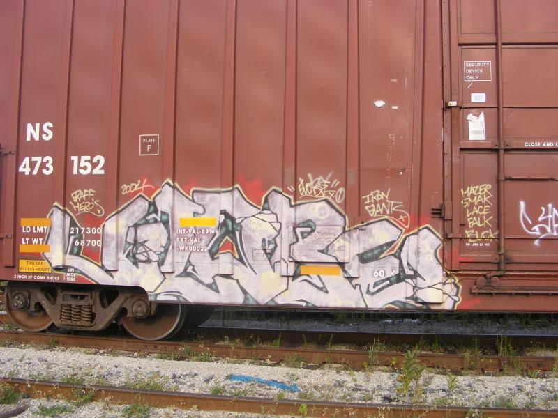 ai381.photobucket.com_albums_oo257_CaNaDuH905_trains_DSCF2540.jpg