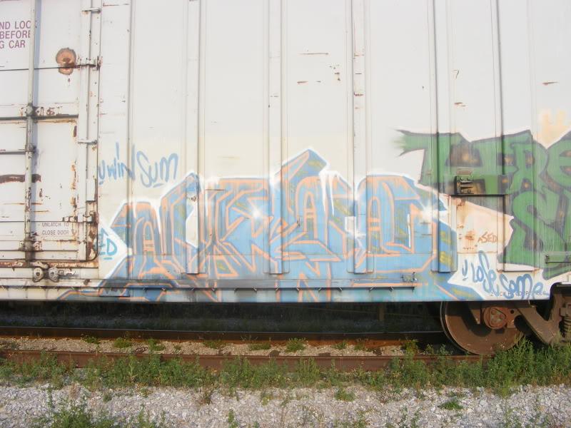 ai381.photobucket.com_albums_oo257_CaNaDuH905_trains_DSCF2585.jpg