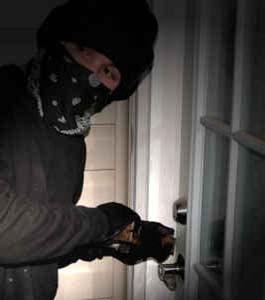 awomenofcaliber.files.wordpress.com_2009_08_warning_home_invasion_pick_lock.jpg