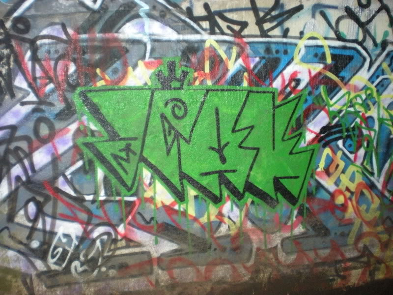 ai20.photobucket.com_albums_b250_Ryizzle2_Graffism_DSCN3279.jpg