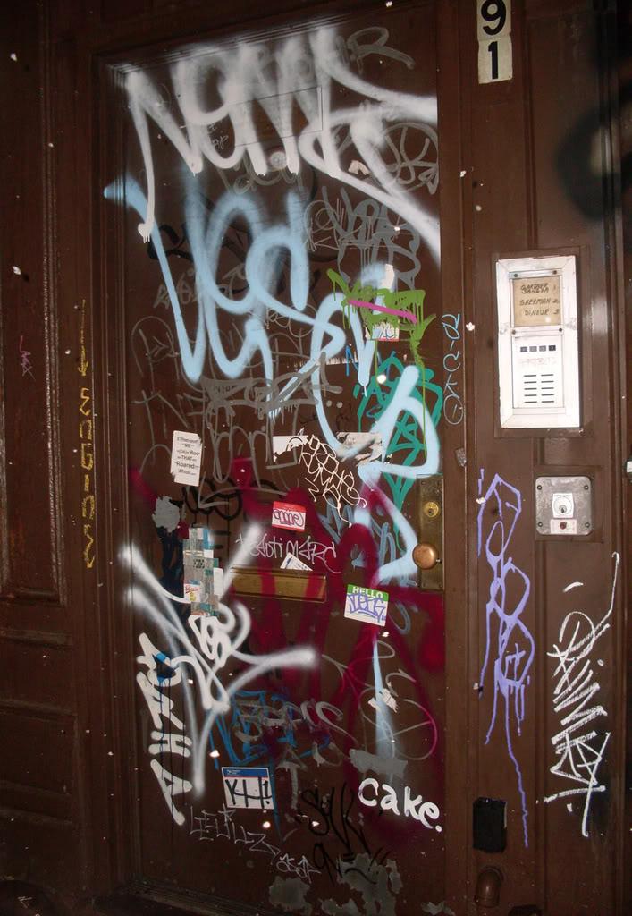 ai693.photobucket.com_albums_vv298_thisweekinvandalism_Door.jpg