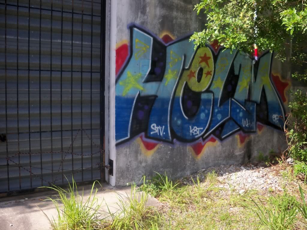 ai1009.photobucket.com_albums_af214_TROUBLE3O5_Graff_100_1242.jpg