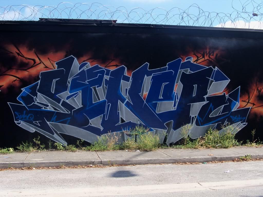 ai1009.photobucket.com_albums_af214_TROUBLE3O5_Graff_100_1244.jpg