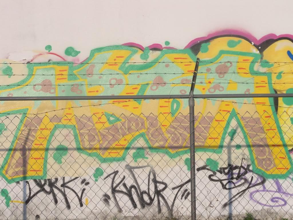 ai1009.photobucket.com_albums_af214_TROUBLE3O5_Graff_camera011.jpg