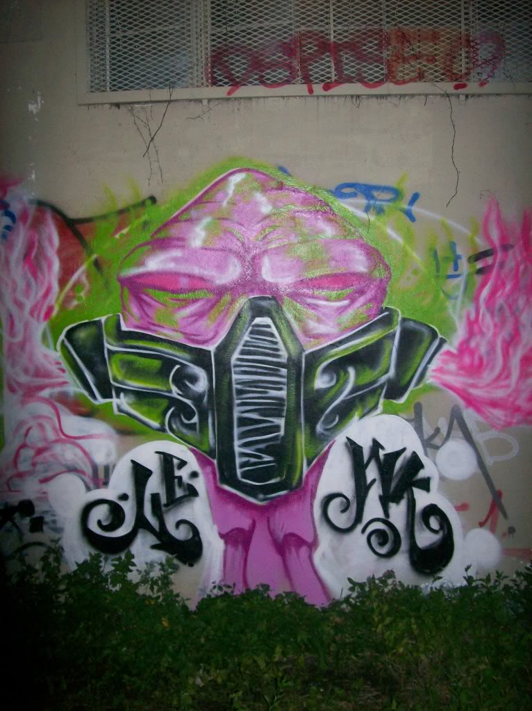 ai660.photobucket.com_albums_uu324_omarfarhan305_graffiti058.jpg