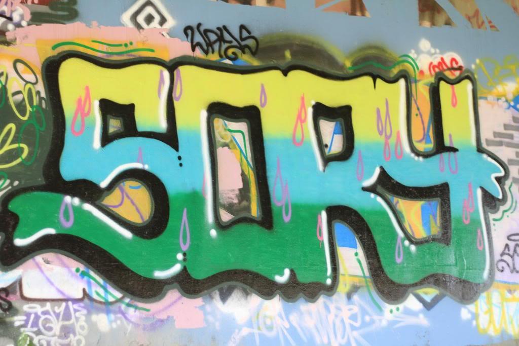 ai835.photobucket.com_albums_zz276_headzupfanzine_resizedsory.jpg