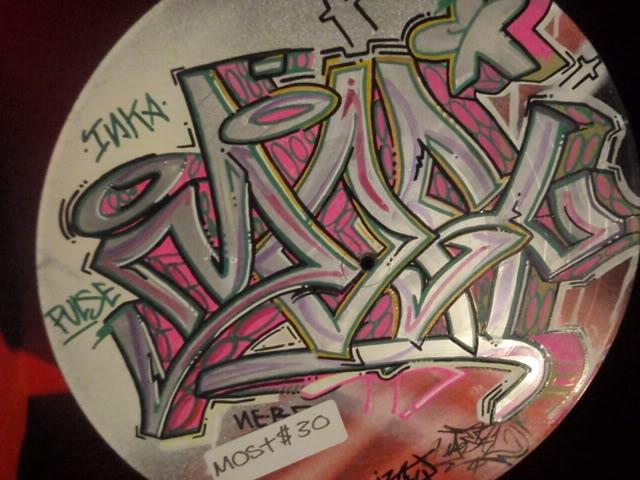 ai835.photobucket.com_albums_zz276_headzupfanzine_P9110017.jpg
