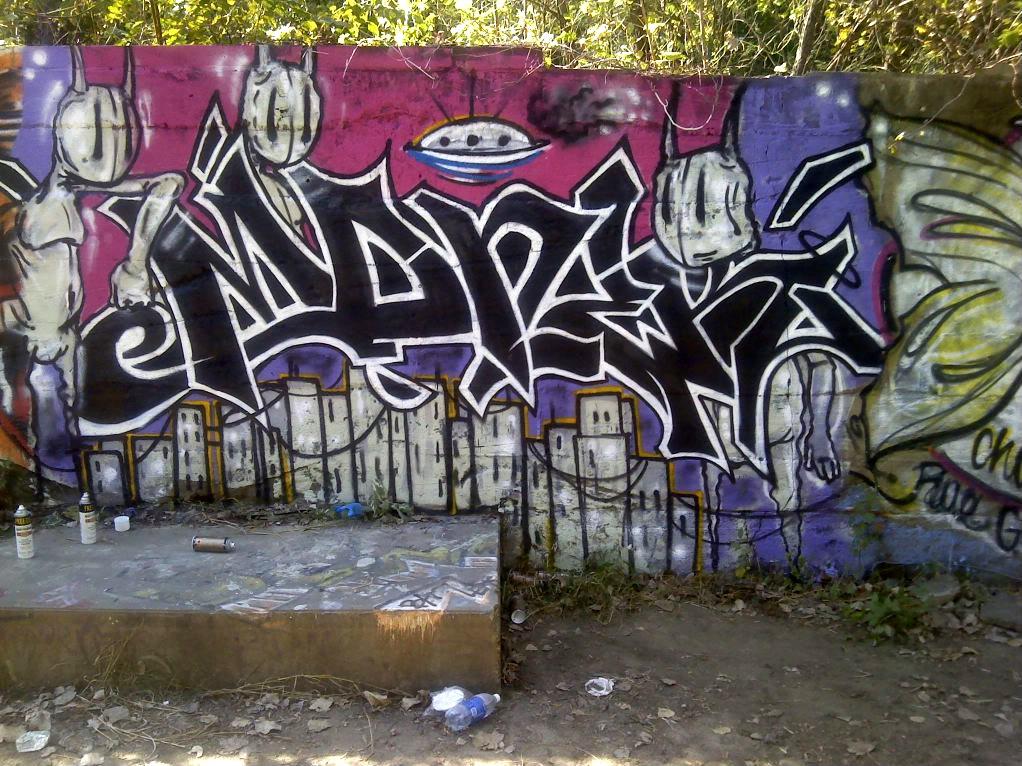 ai937.photobucket.com_albums_ad220_Albinoethiopian07_Graffiti_1006001420.jpg