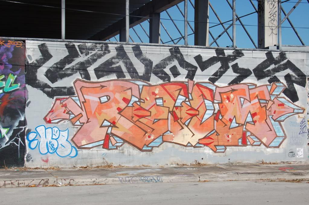 ai1009.photobucket.com_albums_af214_TROUBLE3O5_ART_20BASEL_2010_ARTBASEL234.jpg