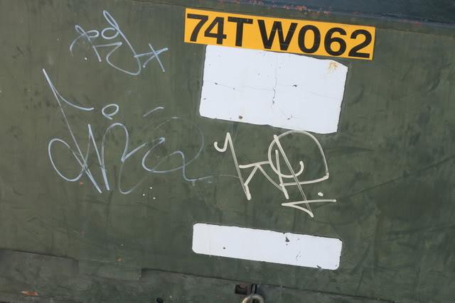 ai835.photobucket.com_albums_zz276_headzupfanzine_IMG_8272.jpg