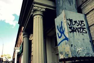 ai253.photobucket.com_albums_hh54_chelseaisrad_jesus_saves_graffiti_tag_nyc.jpg
