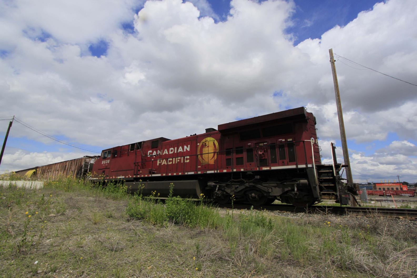 CP 9863 End of Train.jpg
