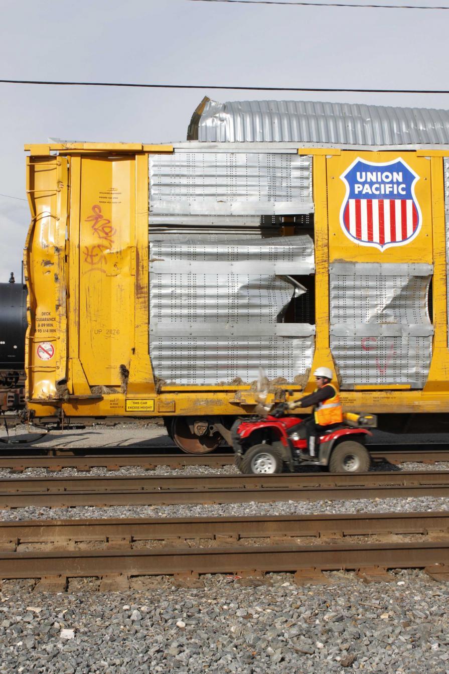 Autorack Union Pacific Damaged.jpg