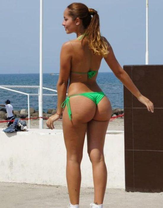 aacidcow.com_pics_20140422_girls_in_bikini_03.jpg