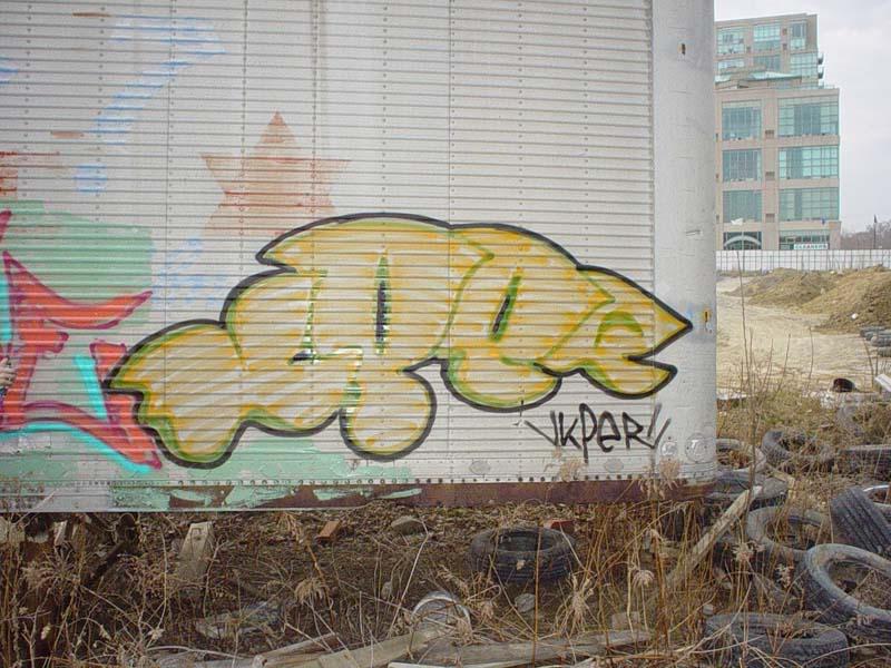 img64.photobucket.com_albums_v194_bowzr_graffiti_9.jpg