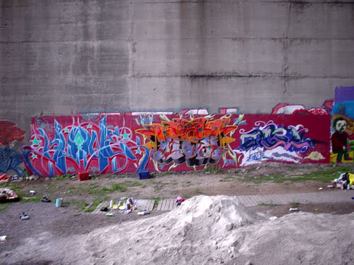 img64.photobucket.com_albums_v194_bowzr_graffiti_13.jpg