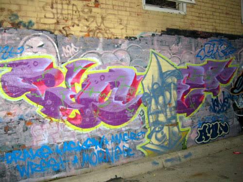 img64.photobucket.com_albums_v194_bowzr_graffiti_21.jpg