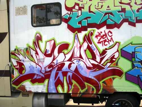 img64.photobucket.com_albums_v194_bowzr_graffiti_b.jpg