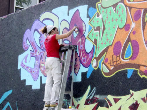 img64.photobucket.com_albums_v194_bowzr_graffiti_d.jpg