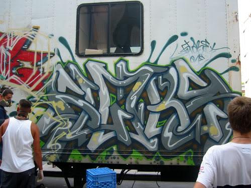 img64.photobucket.com_albums_v194_bowzr_graffiti_g.jpg