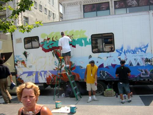 img64.photobucket.com_albums_v194_bowzr_graffiti_i.jpg