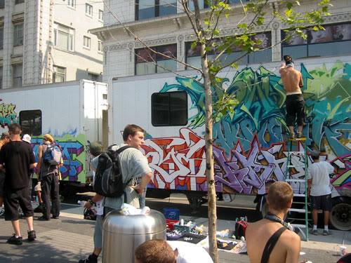 img64.photobucket.com_albums_v194_bowzr_graffiti_m.jpg