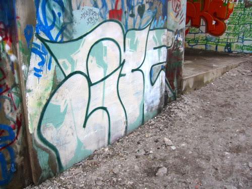 img64.photobucket.com_albums_v194_bowzr_graffiti_torontoi_101_0105_IMG.jpg
