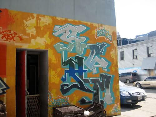 img64.photobucket.com_albums_v194_bowzr_graffiti_torontoi_100_0050_IMG.jpg