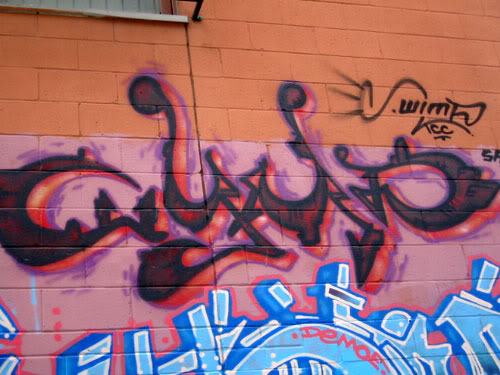 img64.photobucket.com_albums_v194_bowzr_graffiti_torontoi_100_0026_IMG.jpg