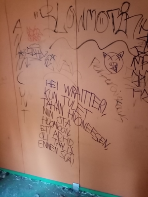In english: Hey street artist, when you come to this room, remember that Adhd was here before you.